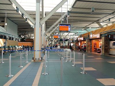 新型コロナウイルスの影響で空港に人があまりいない