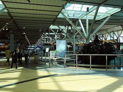 バンクーバー国際空港 ファーストネーションがデザインしたの像