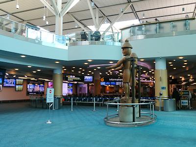 バンクーバー国際空港 2対の彫像