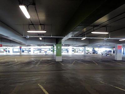 バンクーバー国際空港 駐車場