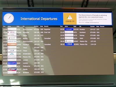 バンクーバー国際空港 フライト情報掲示板
