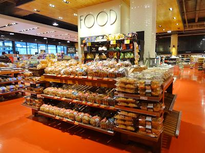 カナダのスーパーの今 パン