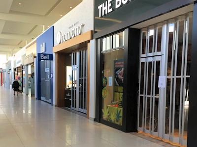 カナダのショッピングモール すべての店が閉まった