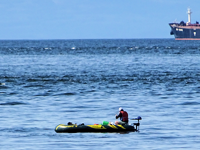 ゴムボートで魚釣りをしながらコロナから海に逃げろ!