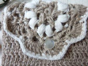 モチーフ編みの小さなポーチ