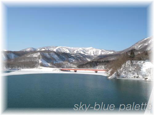 遠くにスキー場を眺める