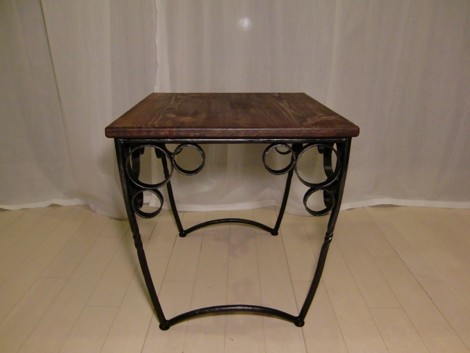 サイドテーブル2