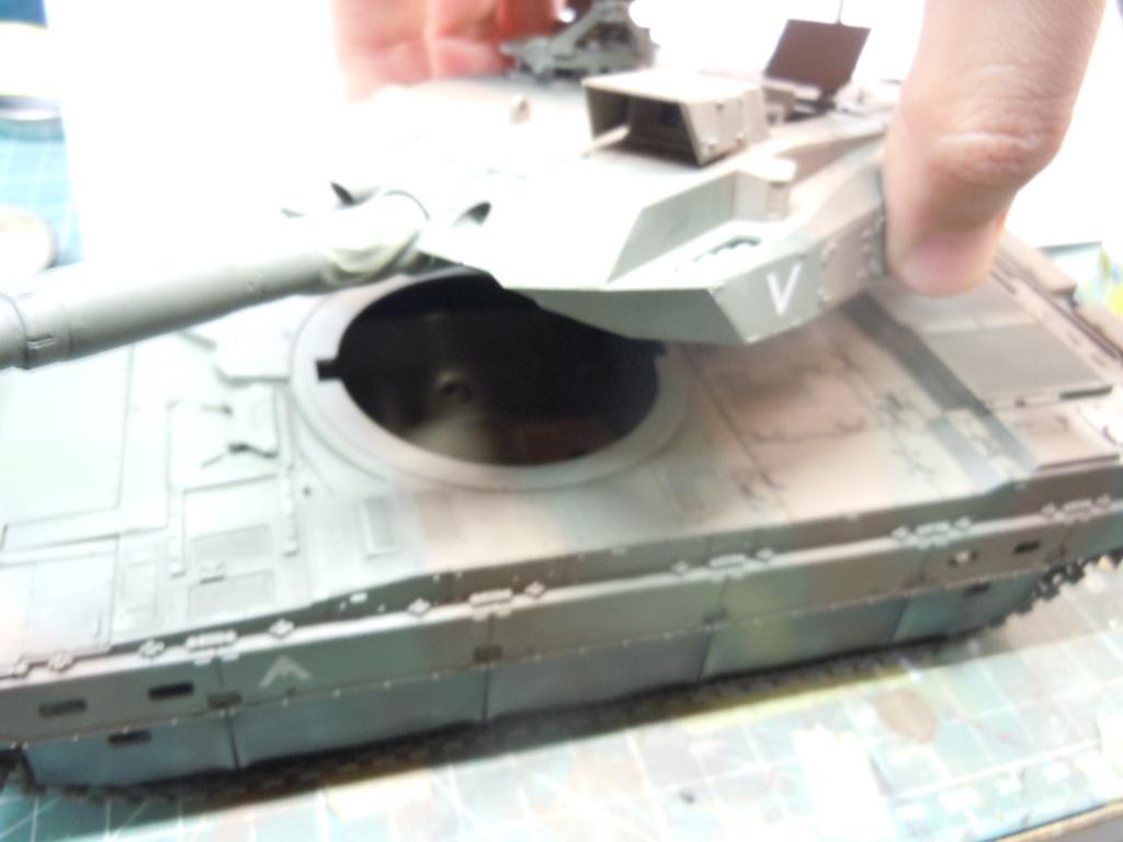 10式戦車 プラモデル