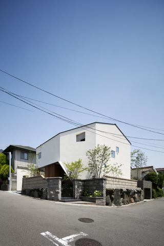 SUITA-001.jpg
