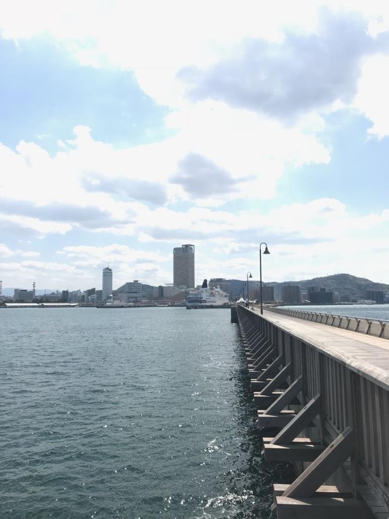 桟橋から見るサンポート高松