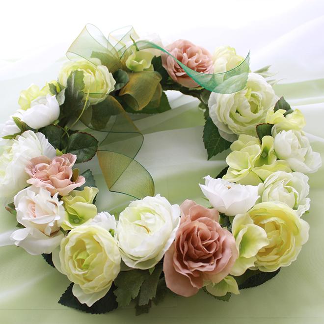 白グリーンの花の爽やかなリース