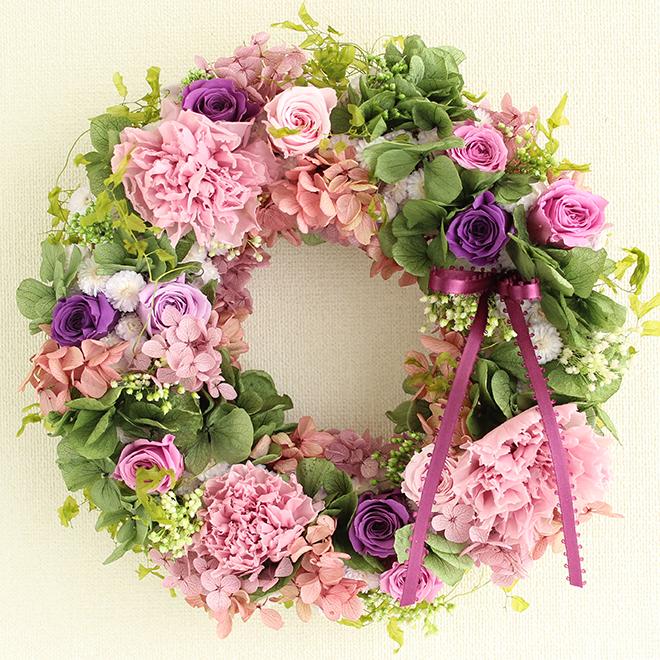 イエローの大輪バラやアスター、ポンポン菊が満開のプリザーブドフラワーリース