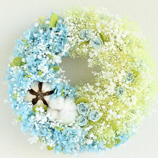 プリザーブドフラワー リース M クリームイエローのカスミ草とベビーブルーのアジサイのふわふわコットンリース 直径27cm