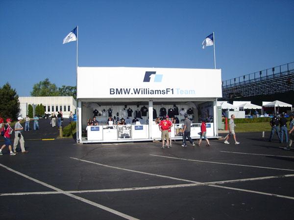 グッズ販売テント BMW Williams
