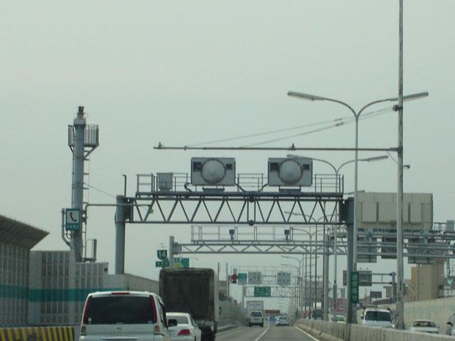 阪神高速の大きなオービスレーダー
