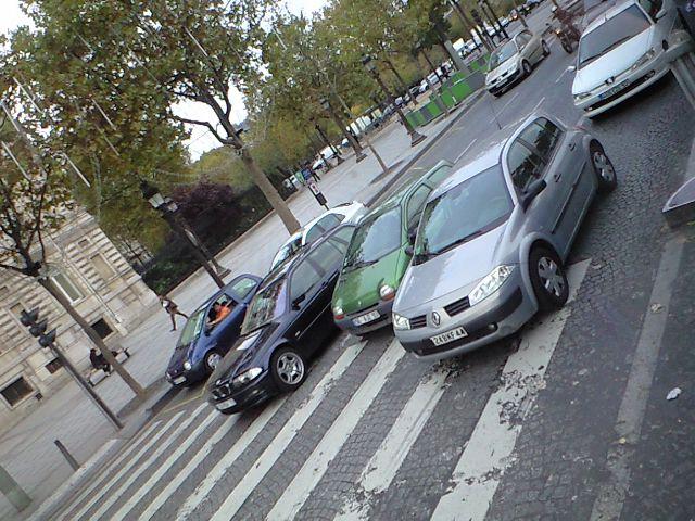 パリはルノーだらけ
