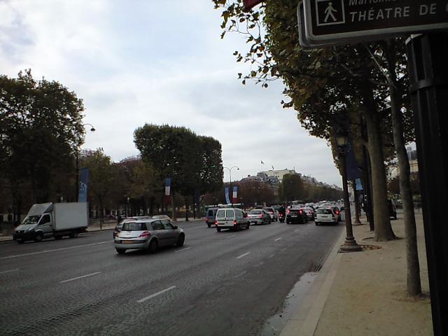 たしかコンコルド広場付近は歩道が工事中で・・・・