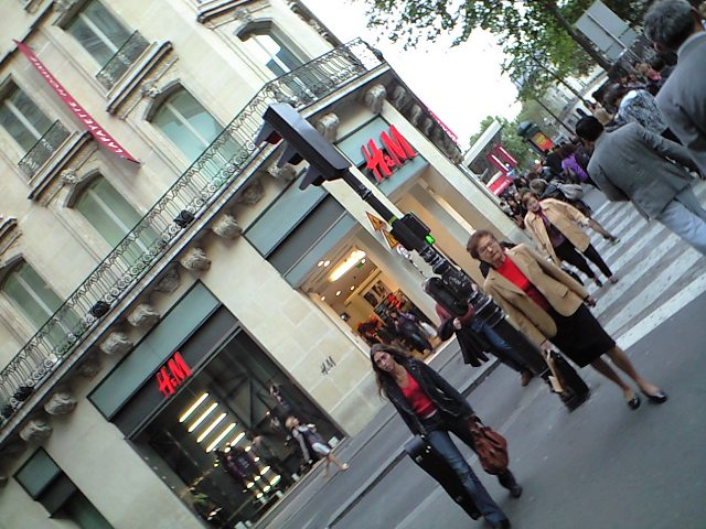 日本で大混雑の「H&M」もパリでは・・・・