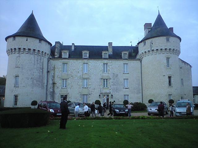 お城というか宿の前で記念写真