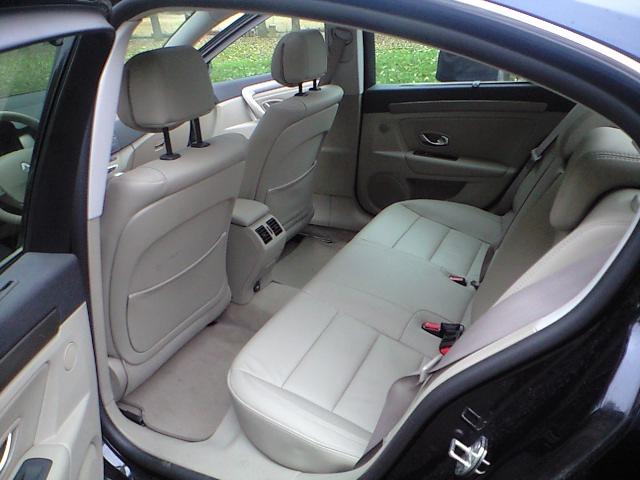 後部座席も最近の仏車ではかなり広いのでビックリ