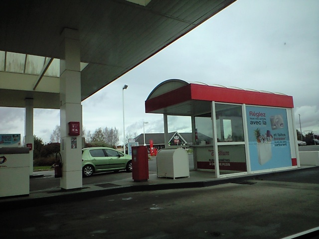 700km近く走るとさすがにガソリンが・・・