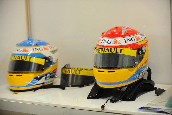 カラーリングが変更されたアロンソのヘルメット