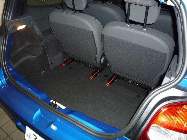 新型TWINGO トランク