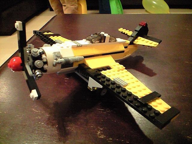飛行機は壊れても良い様にLEGOで!!