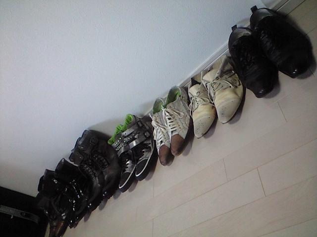 部屋にあふれ出した靴たち
