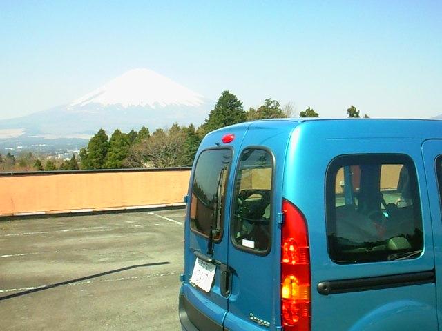 Mt Fujiをバックに記念撮影