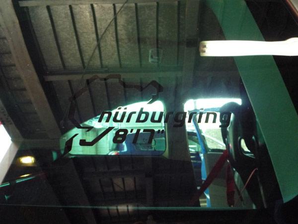 ニュルブルクリンクFF車最速タイムを誇らしげに