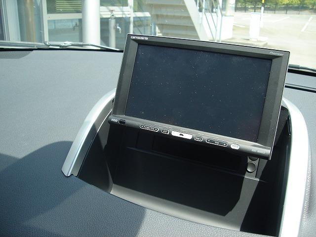 7.0型ワイドモニターはデザインを損なうことなく装着されています