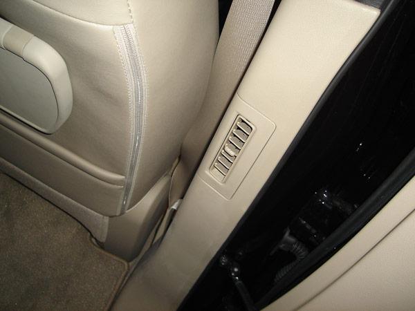 後席専用のエアコン吹き出し口が装備されています!