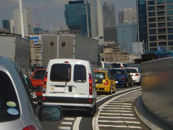 スタート直後のレインボーブリッジで渋滞に巻き込まれました
