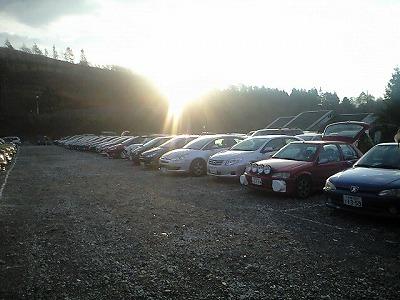 朝焼けの駐車場
