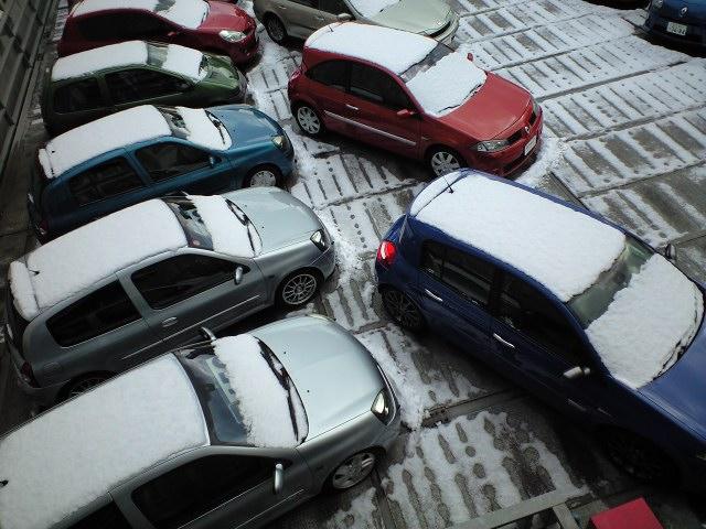 中古車展示場も雪景色でした