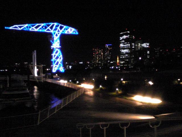 ビル間から東京タワー♪