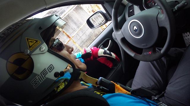 F氏がサーキットタクシーで走りっぱなしです