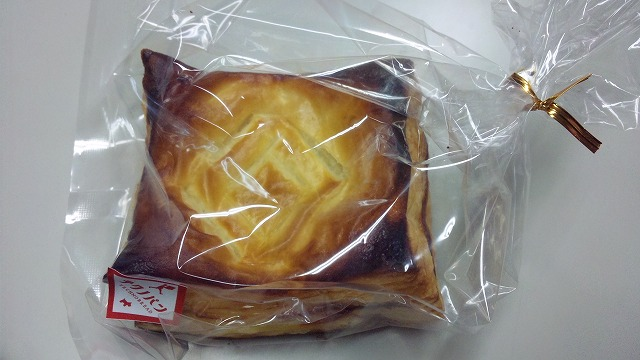 ルノーのエンブレムが入ったパイ