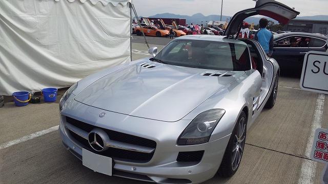 この車もデザインが好きです