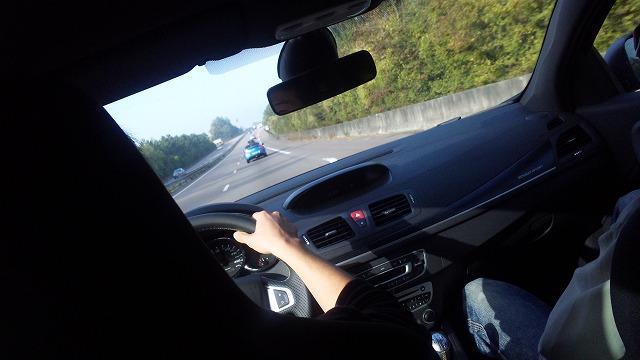 高速での安定性はハンパないです!