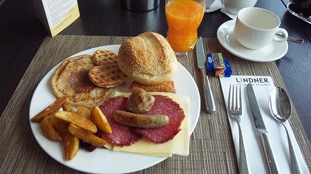 朝食はこんな感じでパンが美味い