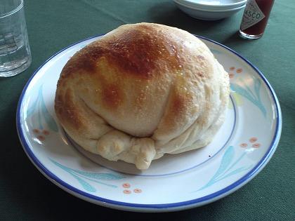 カルツォーネ(ピザの包み焼き?)