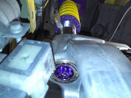タイヤさえ外せば縮み側の減衰力も調整可!