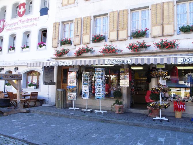 グリュイエールの街はチーズ一色