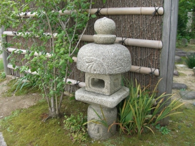 オブジェと灯篭 | 新樹造園|誠意と創意の庭|富山県南砺市