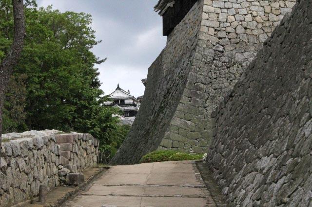 丸亀城の石垣-1.jpg