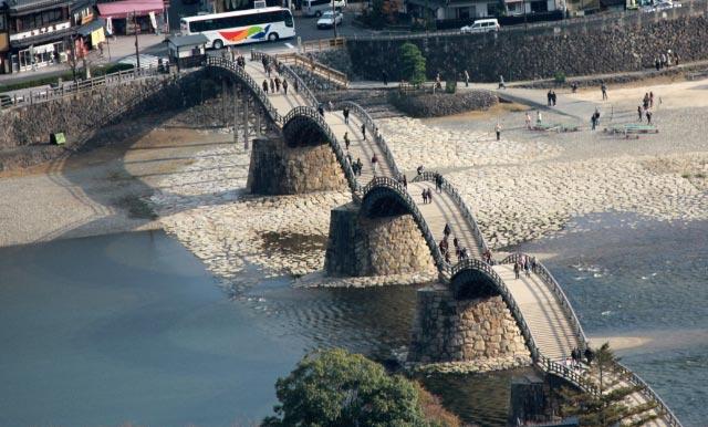 錦帯橋を山から-1.jpg
