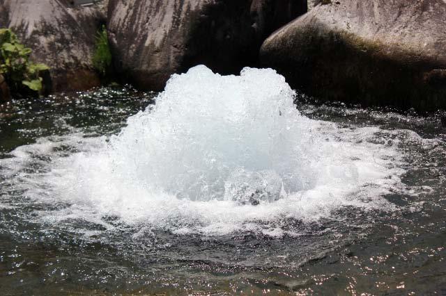 まがたまの池