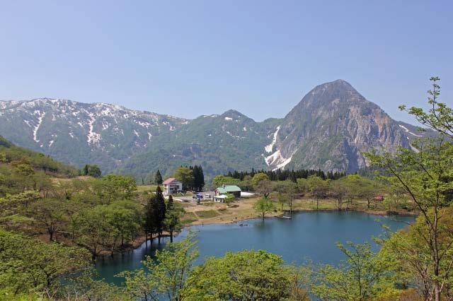 白浪の池と明星山